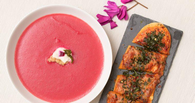 Rote Bete Suppe mit Pastinaken, Kartoffeln und Pizza Margherita