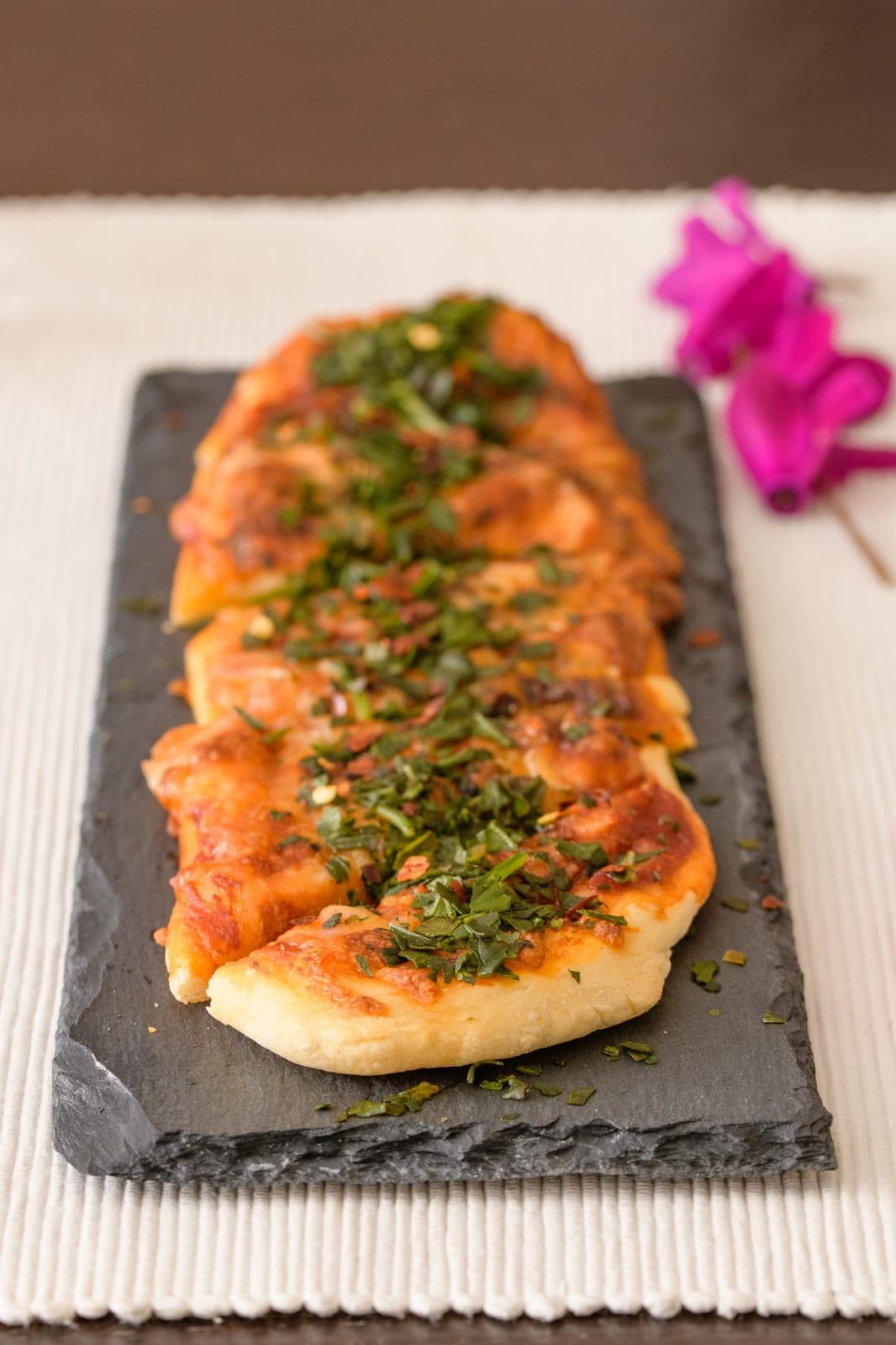Original Pizza Margherita mit selber gemachten Pizzateig