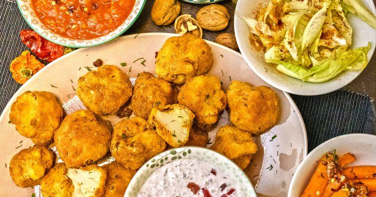 Blumenkohl pikant paniert mit Mexican Salsa, einer Sauce Tartar Variation und glasierten Karotten in Walnusskruste mit Salat von zarten Blumenkohlblättern